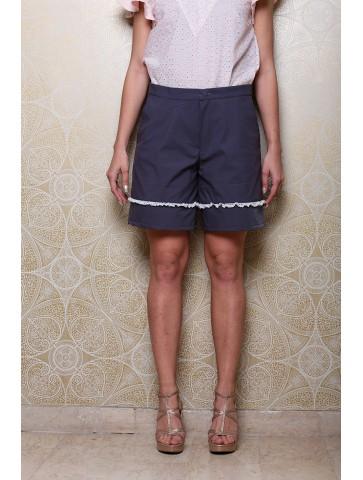 Shorts in gabardina